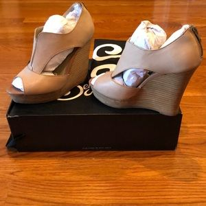 Seychelles taupe leather Eye to Eye wedges size 8